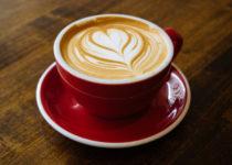 Cinco tazas de café por dia mejoran síntomas de Alzheimer