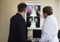Las horas trabajadas por los médicos han disminuido de manera constante en la última década